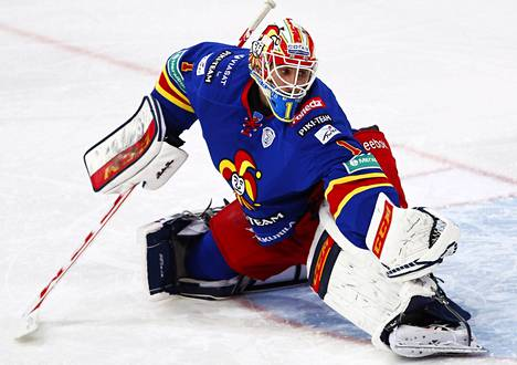 Maalivahti Henrik Karlsson on saanut kutsun Ruotsin maajoukkueeseen. Kuva ottelusta Avangardia vastaan lokakuulta.