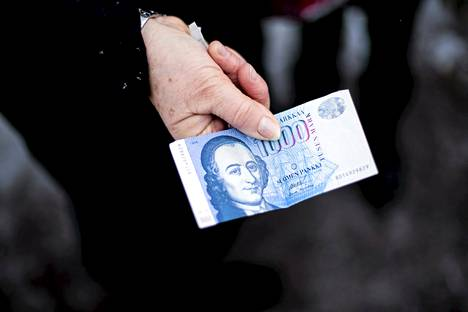 Suomen markkoja vaihdetaan euroiksi tänään keskiviikkona viimeistä päivää.