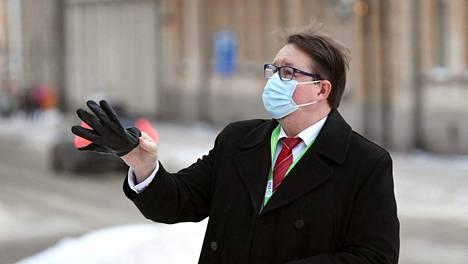 Terveyden ja hyvinvoinnin laitoksen THL:n terveysturvallisuusosaston johtaja Mika Salminen saapui hallituksen neuvotteluihin Säätytalolle torstaina.