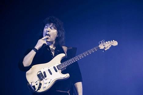 Ritchie Blackmore vietti Helsingissä 73-vuotissyntymäpäiväänsä.