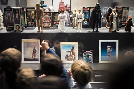 Pariisin Star Wars -lelunäyttely veti pikkuväkeä Les Arts Decoratifs -museoon.