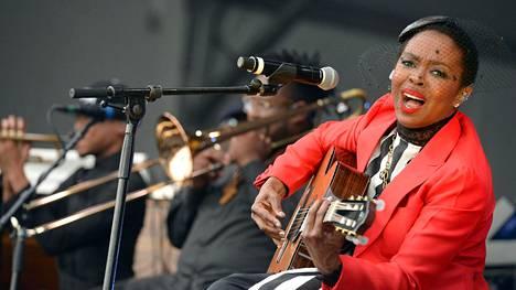 Lauryn Hill esiintyi New Orleansin jazzfestivaaleilla 29. huhtikuuta 2016.