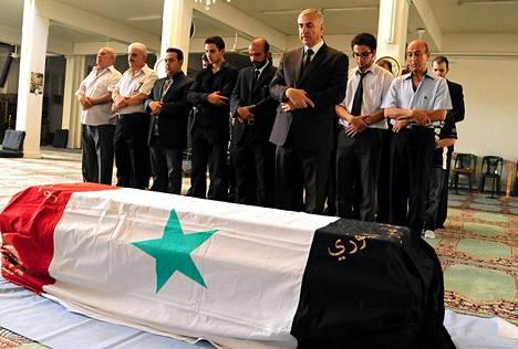 Pommi-iskussa kuolleen Syyrian tiedustelupäällikön Hisham Ikhtiyarin hautajaiset pidettiin lauantaina.