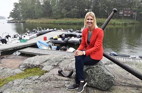 Sari Multala osallistui nuorten purjehtijoiden MM- ja EM-mitalikahvitukseen perjantaina Espoossa. Multala johtaa avauspäivän kolmen lähdön jälkeen Laser Radialin SM-kisaa.