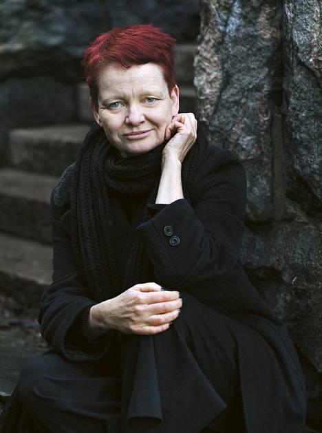 Ruotsalainen Malin Lindroth on palkittu kirjailija ja kulttuurijournalisti. Hänen kirjansa Vanhapiika on kerännyt Ruotsissa valtavasti mediahuomiota ja herättänyt laajaa keskustelua.