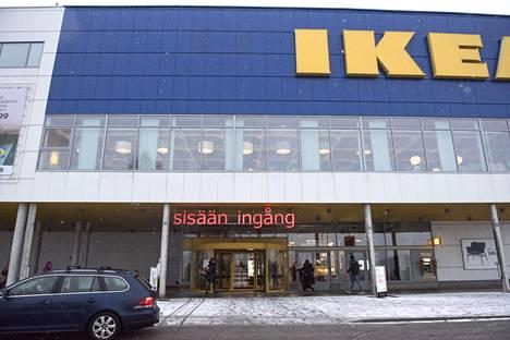 Ikean ja Suomen pakolaisavun ohjelmassa yhteensä noin 70 pakolaiselle tarjotaan töitä kolmeksi kuukaudeksi. Heistä ensimmäiset työskentelevät jo Espoon Ikeassa.