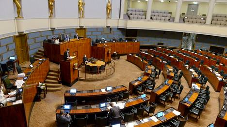 Eduskunta jatkoi keskustelua EU:n elpymispaketista viime keskiviikkona.