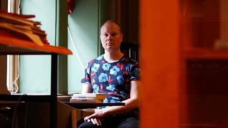 Tero Valkonen suomensi David Foster Wallacen Infinite Jest -romaanin.