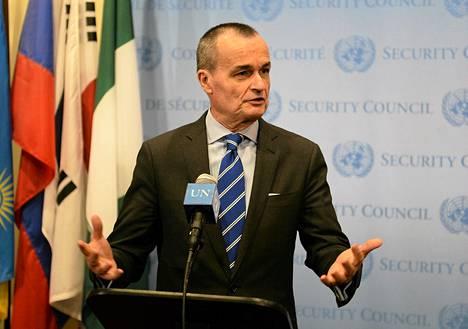 Ranskan edustaja Gerard Araud puhui medialle YK:n turvaneuvoston kokouksen jälkeen maanantaina New Yorkissa.