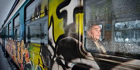 Rautatieliikennettään uusivassa Virossa neuvostoaikaiset junat vaihtuvat uusiin vuoden 2013 aikana. Lääkärissä Tallinnassa käynyt tehnyt Enno Dreverk pitää vanhojakin junia hyvinä.