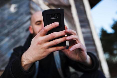 Puhelimien tallennustila on kasvanut viime aikoina, mutta niin myös kuva- ja videotiedostojen koot. Lisää tallennustilaa voi hankkia esimerkiksi pilvipalveluista tai muistikortista.