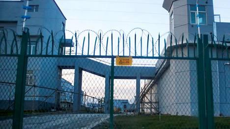 Kiinan mukaan tässä laitoksessa toimii ammatillisen opetuksen keskus. Kuva otettu Xinjiangin Dabanchengissä syyskuussa 2018.