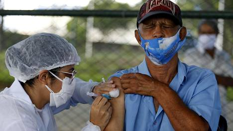 BRASILIA, March 23, 2021 A senior citizen receives a dose of Chinese-developed COVID-19 vaccine in Brasilia, Brazil, on March 22, 2021.. Brazil on Monday said 1,383 more people died from the novel coronavirus disease in the previous 24 hours, raising the national death toll to 295,425.. According to the Ministry of Health, tests detected 49,293 new cases, bringing the nationwide count to 12,047,526.. Brazil is one of the countries hardest hit by the virus worldwide in terms of both deaths and cases, second only to the United States. (Photo by Lucio Tavora/Xinhua) (Credit Image: © Lucio Tavora/Xinhua via ZUMA Press)