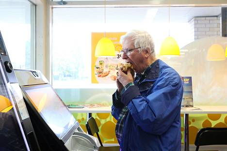 Markku Matikainen visits the R-kiosk a couple of times a week to eat buns, drink coffee and play games.