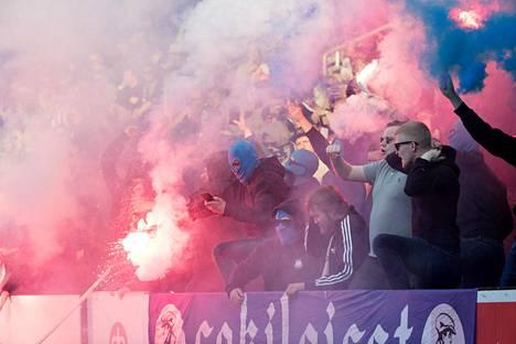 Stadin derbyssä eli HJK:n ja HIFK:n kohtaamisessa oli savua ja tulta huhtkuussa 2019.