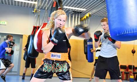 Aino Perttunen aloitti lukukauden alussa myös nyrkkeilyharjoitukset Tartossa. Luentoja ja treenejä on neljänä päivänä viikossa.