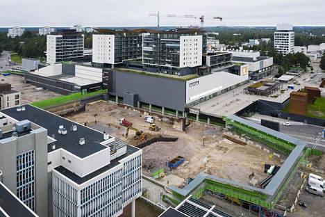 Tapiolan Feenixin nousee vuonna 2018 puretun Vesiputoustalon paikalle. Kuva työmaalta on syksyltä 2020.