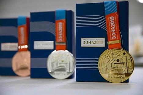Tämän näköiset mitalit pujotetaan kolmen parhaan kaulaan MM-kisoissa Dohassa.