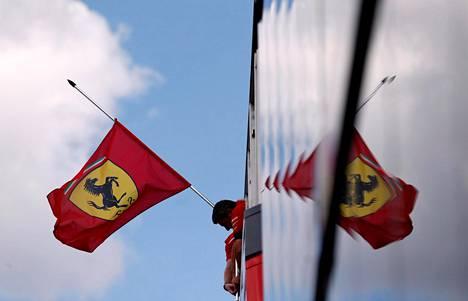Ferrarin varikolla oli torstaina suruliputus pääjohtaja Sergio Marchionnen muistoksi.