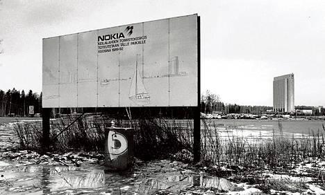 Pääkonttori haluttiin rakentaa Keilaniemeen jo 1980-luvun lopulla, mutta lama lykkäsi hanketta. Rakentaminen alkoi 1995.