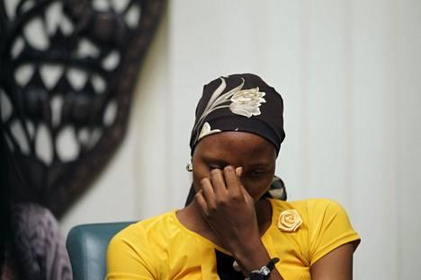Boko Haramin vankeudesta vapautunut Rebecca Issac osallistui Nigerian Abujassa tilaisuuteen Chibokin koulutyttöjen sieppauksen toisena vuosipäivänä.