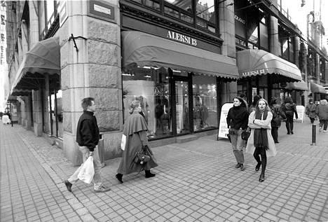 Katuvilinää tavaratalo Aleksi 13:n edustalla maaliskuussa 1995.