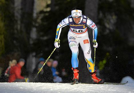 Ruotsin Charlotte Kalla naisten 10 kilometrin vaapaan tyylin loppulla sunnuntaina Östersundissa.
