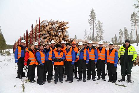 Hankkeessa mukana olevan kiinalaisen Camce-yhtiön pääjohtaja Ms Luo Yan ja hänen johtotiiminsa vierailivat viime talvena Suomessa. Keskellä Luo Yan ja Boreal Biorefin Heikki Nivala.