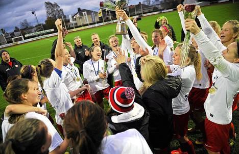 PK-35 juhlii naisten jalkapalloliigan mestaruutta vuoden tauon jälkeen