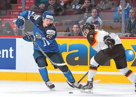 Roope Hintz harhautti Saksan Patrickin Kurzin nuorten MM-turnauksessa. Hintz on mukana myös Göteborgissa viiden maan turnauksessa.