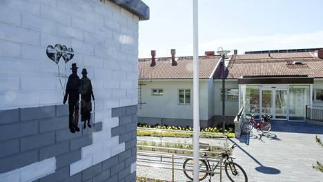Kauniaisissa sijaitsevan Villa Bredan hoivayksikön työntekijöitä muistettiin lahjakortein.
