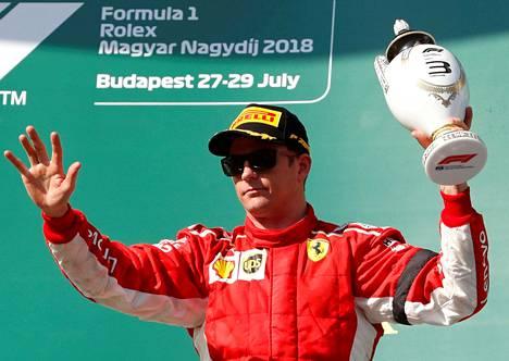Kimi Räikkönen tuuletti kolmossijaa Hungaroringillä heinäkuussa.