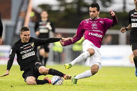 Ilari Äijälä (vas.) on FC Hongan kokeneimpia pelaajia.