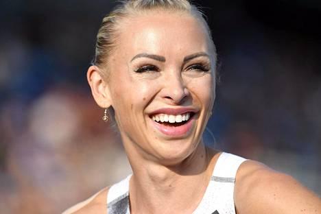 Annimari Korte iloitsi naisten 100 metrin aitojen ensimmäisen juoksun jälkeen GP-sarjan avauskilpailussa Lahdessa.