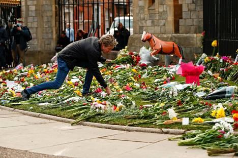 Kukkia Windsorin linnan ulkopuolella.
