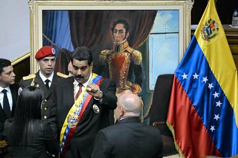 Venezuelan presidentti Nicolas Maduro saapumassa vannomaan presidentinvalansa Caracasissa.