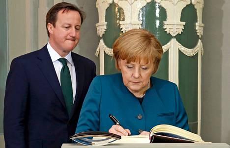 Britannian pääministeri David Cameron ja Saksan liittokansleri Angela Merkel tapasivat Messenbergin linnassa perjantaina.
