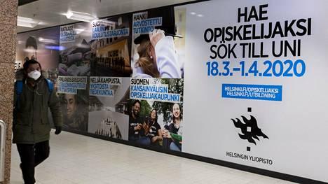 Korkeakoulujen yhteishaun mainos maaliskuussa Helsingissä.