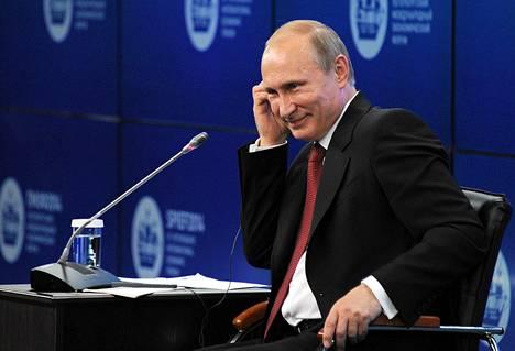 Vladimir Putin puhui talousfoorumilla Pietarissa perjantaina.