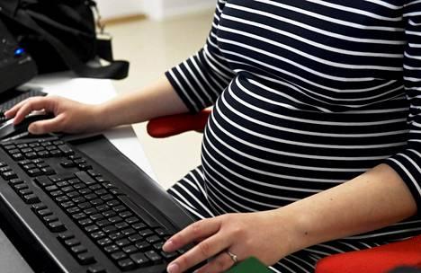 Raskaus ja synnytys ovat Suomessa turvallisempia kuin muissa maailman maissa.