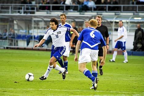 Jari Litmanen esitteli taitojaan Palloliiton viime syksynä järjestämässä tähtien ottelussa.