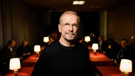 Jukka Puotila tunnetaan näyttelijänä ja imitaattorina sekä teatterin lavalta että televisiosta.