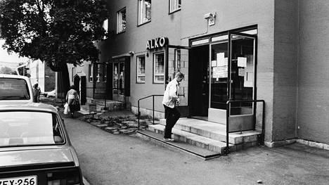 Vallilan Inarintiellä sijainnut Alko aiheutti alueen asukkaissa närää, sillä joidenkin asukkaiden mielestä myymälä toi alueelle häiriöitä. Myymälä lakkautettiin toukokuussa 1993.
