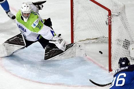 Mikko Rantanen teki Suomen toisen maalin Sloveniaa vastaan.