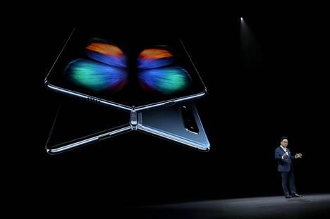 Samsung esitteli 7,3-tuumaiseksi laajenevan Galaxy Fold -puhelimen helmikuussa Kaliforniassa.