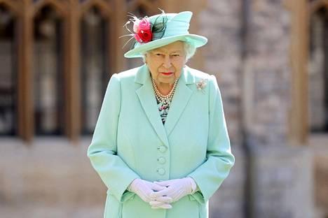 Kuningatar Elisabet II kuvattuna heinäkuussa 2020. Alle kaksi viikkoa sitten puolisonsa menettänyt kuningatar täyttää tänään 95 vuotta.