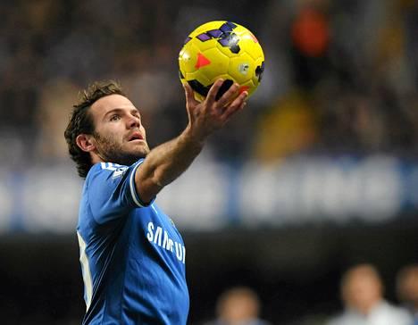 Keskikenttäpelaaja Juan Mata on brittimedian mukaan tyrkyllä ManUn pelaajaksi.