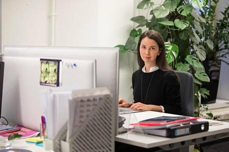 Tyypillinen maahanmuuttotarina voi näyttää esimerkiksi tältä: Elokuussa Venäjän Karjalasta muuttanut Irina Spazheva kertoo saaneensa helposti oleskeluluvan puolisonsa työn perusteella. Nyt hän hioo suomen kielen taitojaan työkokeilussa Cultura-säätiössä, jossa hän työskentelee muun muassa projektikehittämisen ja rahoitushakemusten parissa.