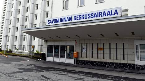 Bussiketjuryväs aiheutti kymmeniä koronatartuntoja Itä-Savon sairaanhoitopiirin aluella tammi-helmikuun vaihteesa. Kuvassa Savonlinnan keskussairaala.