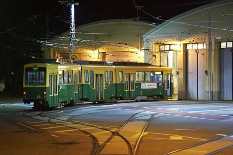 Töölön perinteikäs raitiovaunuvarikko sijaitsee aivan Mannerheimintien kupeessa.